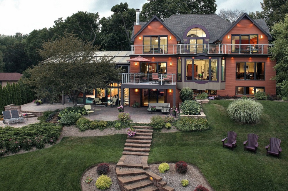 fall-landscaping-tips-colorful-backyard